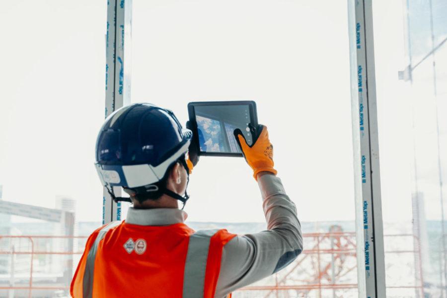 les équipes VINCI Construction utilisent DigitalSite de SIXENSE sur le chantier Tour Saint Gobain à La Défense